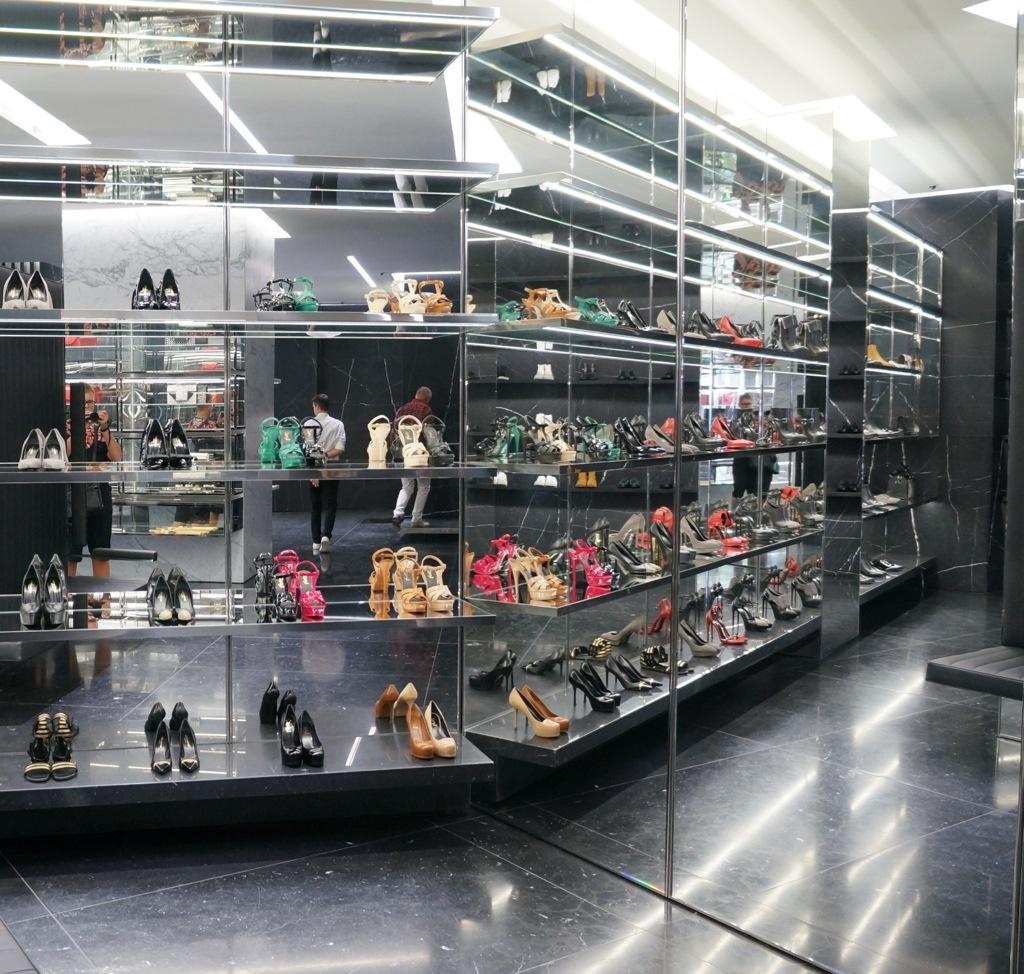 Berlin saint laurent boutique for Design shops berlin