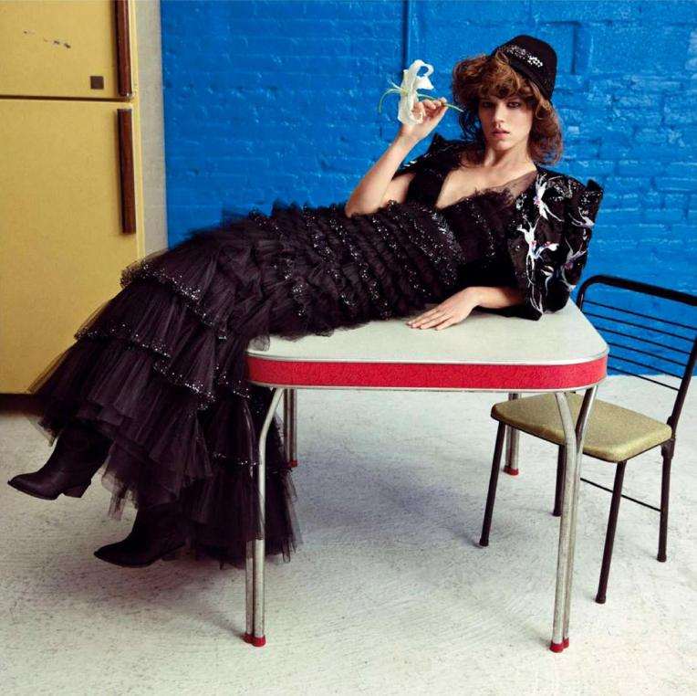 freja-beha-erichsen-by-inez-vinoodh-for-vogue-L-bC1P1V