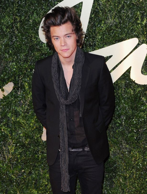 Harry-Styles-attends-the-British-Fashion-Awards-2876997