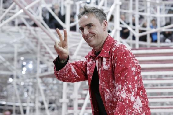 Belgian designer Raf Simons appears at the end of his Haute Couture Spring Summer 2015 fashion show for French fashion house Christian Dior in Paris January 26, 2015.      REUTERS/Gonzalo Fuentes
