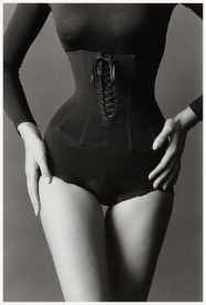 002-jeanloup-sieff-corset-new-york-1962-the-red-list